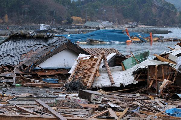 A magnitude do terremoto de Fukushima gerou um tsunami que devastou parte da costa leste do Japão.