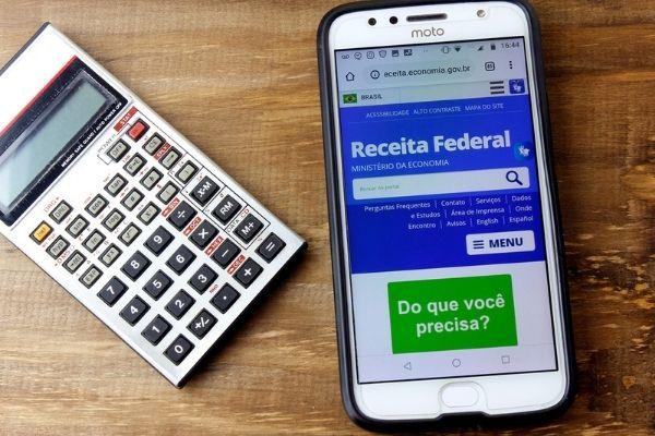 Receita Federal recebe declarações em março e abril. [2]