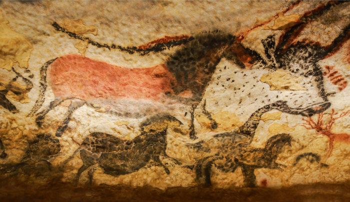 Os hominídeos desenhavam nas paredes das cavernas vários animais que foram abatidos ou que eles desejavam abater.