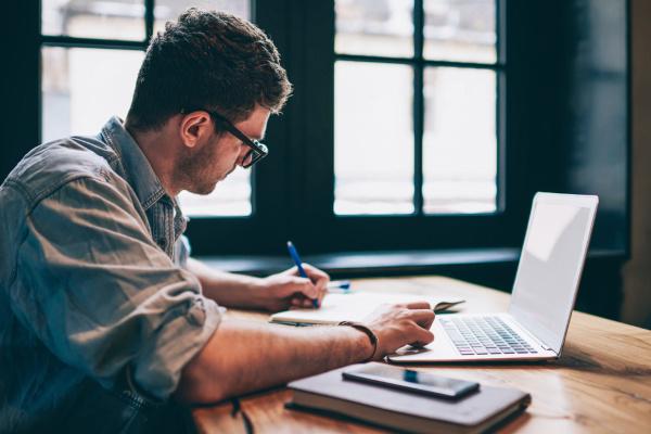 Uma boa dissertação exige um trabalho cuidadoso de estudo e pesquisa, contribuindo para a qualidade do texto.