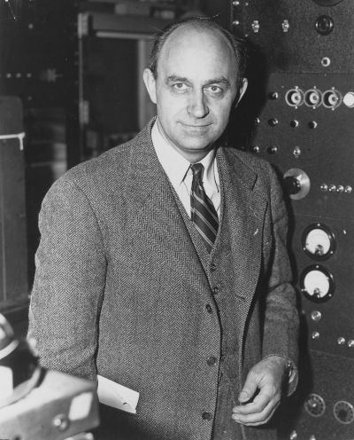 Enrico Fermi foi o criador do paradoxo que levou as pessoas a questionarem a existência de vida fora da Terra.[1]