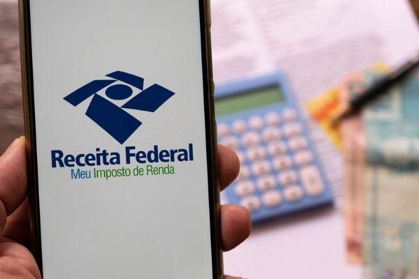 Imposto de Renda deve ser declarado por parte dos trabalhadores brasileiros.[1]