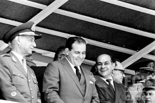 João Goulart (no centro) foi presidente do Brasil de 1961 a 1964 e teve seu governo interrompido pelo Golpe de 1964.[1]