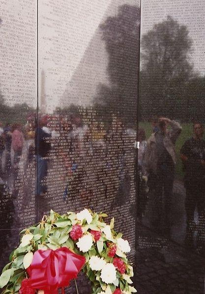 Memorial da Guerra do Vietnã recorda os nomes daqueles que perderam suas vidas durante o conflito. [1]