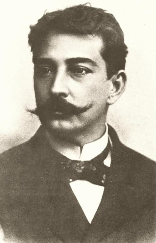Aluísio Azevedo é considerado o principal autor do Naturalismo no Brasil.