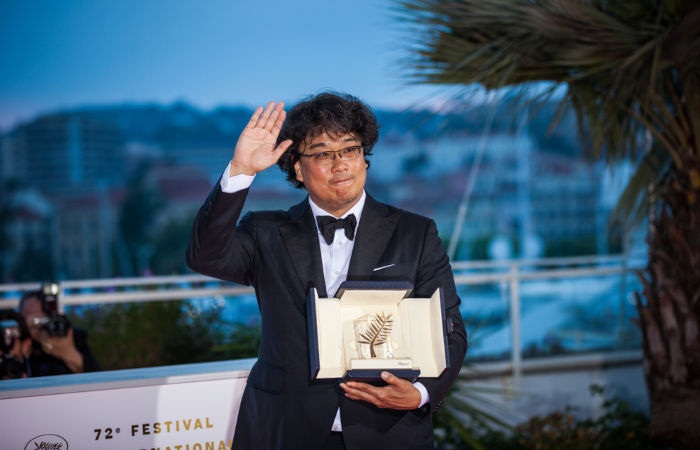 Bong Joo-Ho, diretor sul-coreano que dirigiu Parasita, o filme ganhador da categoria de Melhor Filme em 2020.[4]