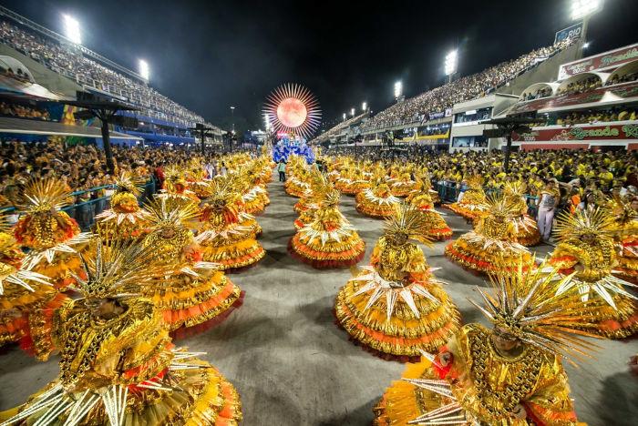 Os desfiles de escolas de samba do Rio de Janeiro são considerados eventos culturais muito importantes da região Sudeste do Brasil. [1]