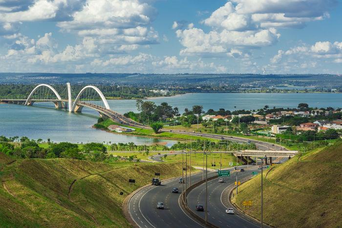 Na atualidade, o Distrito Federal é uma das principais aglomerações urbanas do país, com mais de 3 milhões de habitantes.
