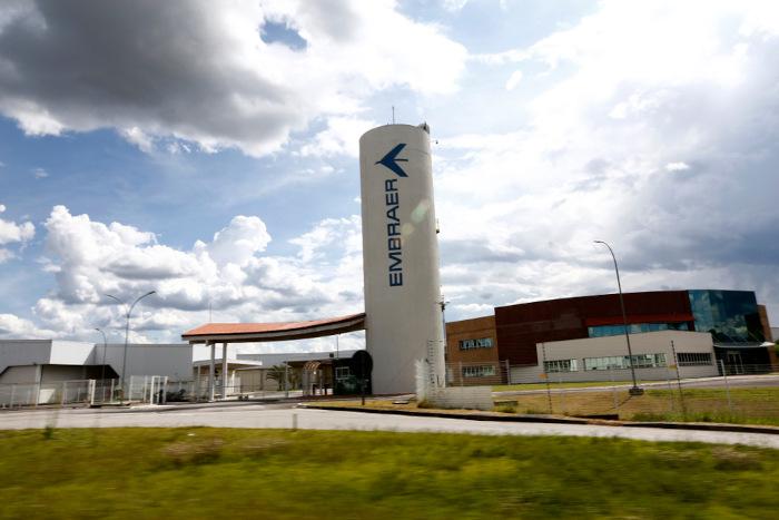 A fábrica de aviões Embraer, uma das mais importantes do mundo, está localizada na cidade de São José dos Campos.