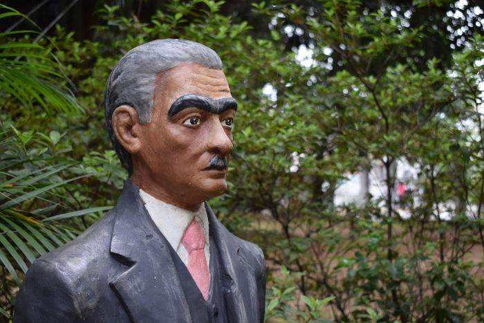 Estátua de Monteiro Lobato em Taubaté, cidade do interior de São Paulo onde ele nasceu. [1]