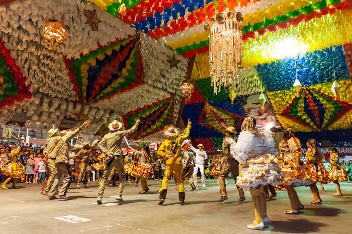 As festas juninas são importantes tradições culturais da Paraíba.