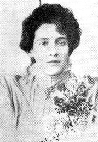 """Francisca Júlia ficou conhecida como """"musa impassível""""."""