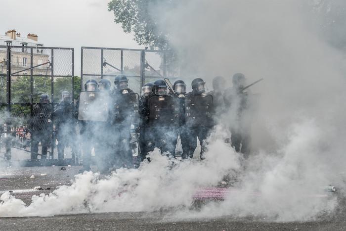 Nuvem de gás lacrimogênio, que é usado pela polícia para contenção de manifestação. [1]