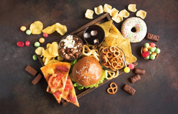 A gordura trans é encontrada em alimentos industrializados e que usam óleos refinados.