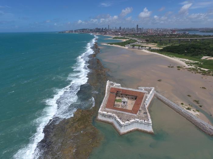 A capital potiguar, Natal, é a maior cidade e um dos principais centros turísticos do Rio Grande do Norte.