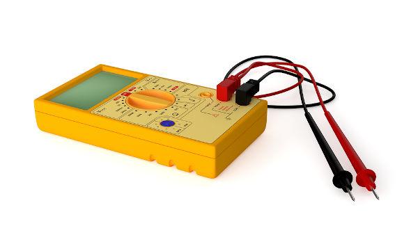 O multímetro é um dispositivo usado para medir tensão e corrente elétrica