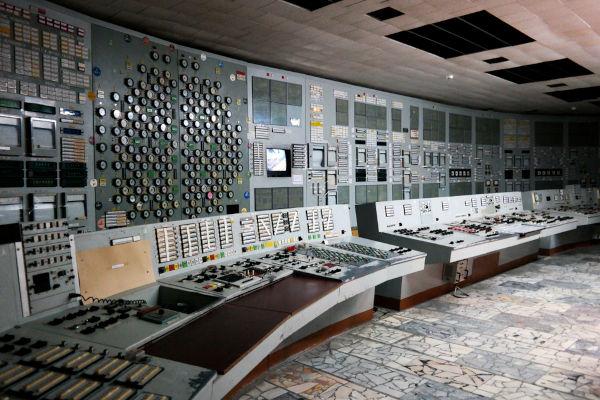 Painel de controle da Central Nuclear de V. I. Lenin, o local onde aconteceu a explosão de um reator nuclear.