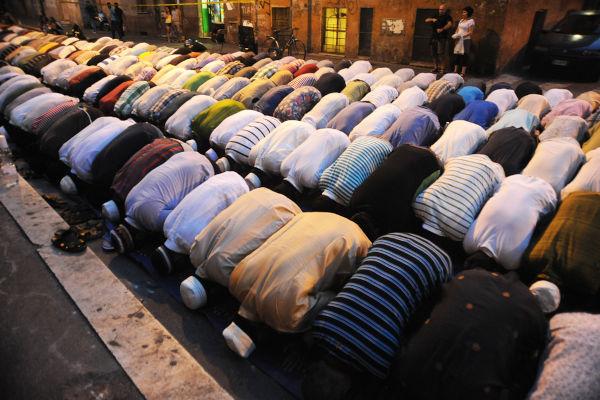 As orações são uma das práticas realizadas no Ramadã, o mês sagrado dos muçulmanos.