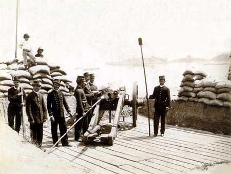 Durante a Revolta da Armada, marinheiros se rebelaram contra os dois primeiros governos republicanos do Brasil.