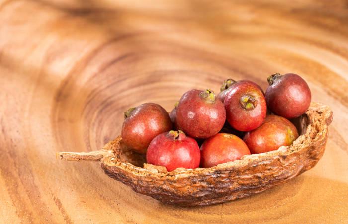 O araçá é o fruto do araçazeiro, o qual se destaca por ser rico em vitamina C.