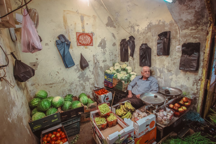 O comércio, marcado pela informalidade, é a principal atividade econômica da Palestina.[2]