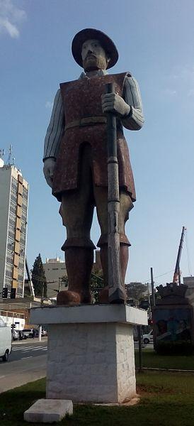 Estátua de Borba Gato, na cidade de Santo Amaro (SP). Ele liderou as tropas paulistas na Guerra dos Emboabas (1708-1709).[1]