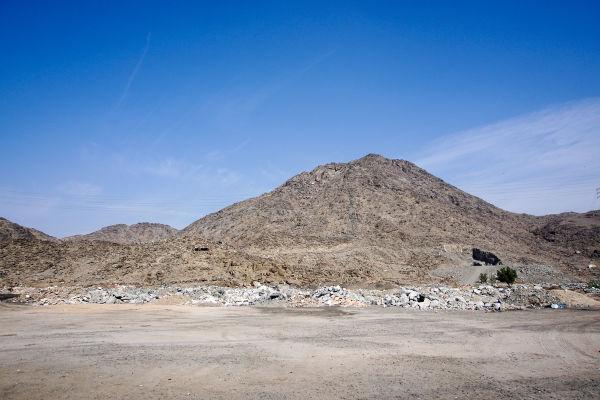 A caverna em que Muhammad recebeu a revelação ficava em uma montanha chamada Jabal an-Nour, localizada nos arredores de Meca.