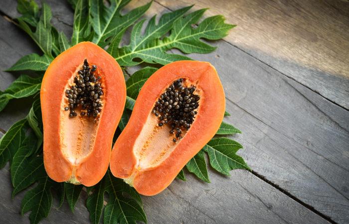 O mamão é um fruto muito consumido in natura.