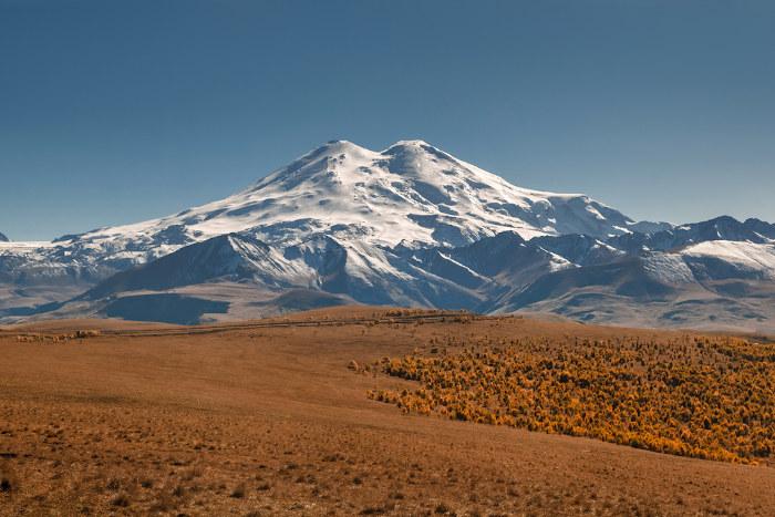 Monte Elbrus, na cordilheira do Cáucaso.