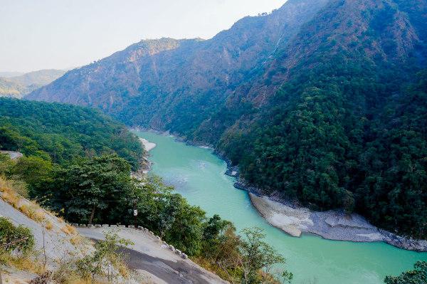 A nascente do rio Ganges está localizada na cordilheira do Himalaia.