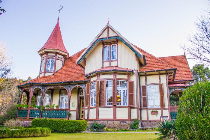 A imigração europeia no Brasil, principalmente na Região Sul do país, trouxe muitas influências, como a arquitetura.