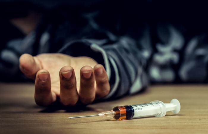 O uso de drogas é responsável pela morte de várias pessoas todos os anos.