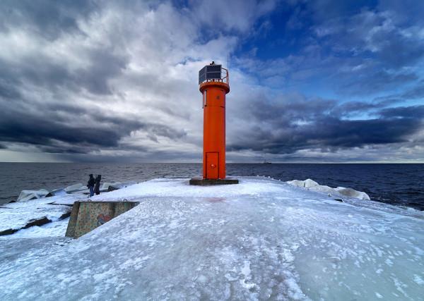 O significado do termo inverno refere-se aos aspectos físicos da estação, como o tempo nublado e frio.