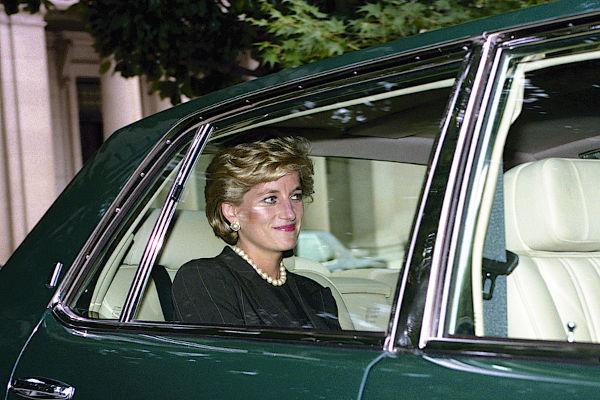 Princesa Diana foi uma das mulheres mais populares da família real britânica.[1]
