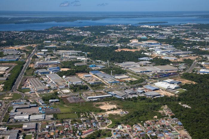 Vista de área industrial na Zona Franca de Manaus