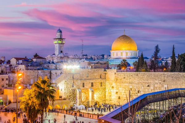 A cidade de Jerusalém, localizada no Oriente Médio, é considerada sagrada para o cristianismo, o judaísmo e o islamismo.