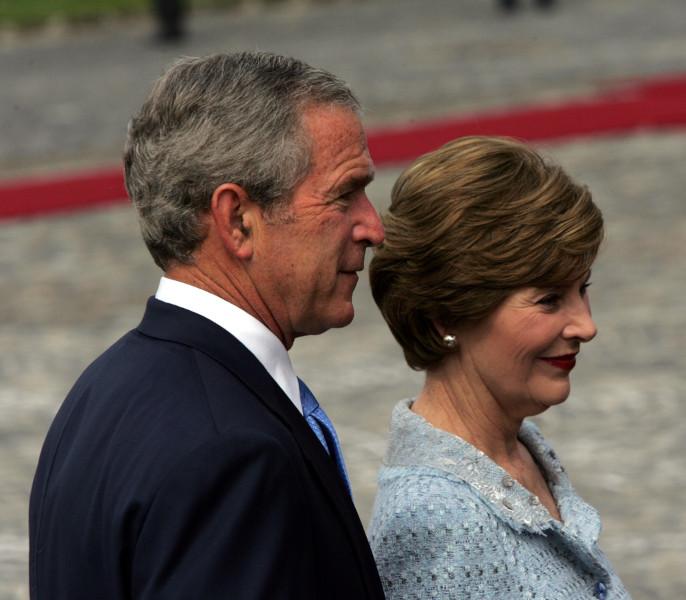 George W. Bush e sua esposa, Laura, em visita à Budapeste, em 2006.