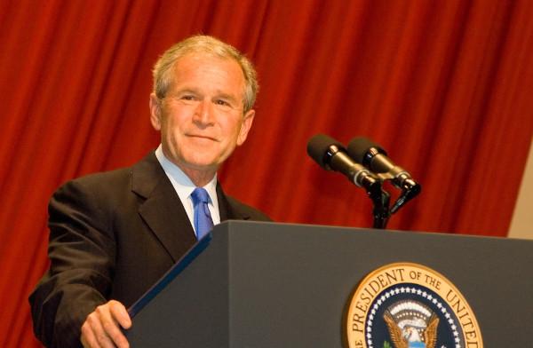 O republicano George W. Bush foi o 46º presidente dos Estados Unidos e governou por dois mandatos, de 2001 a 2008.