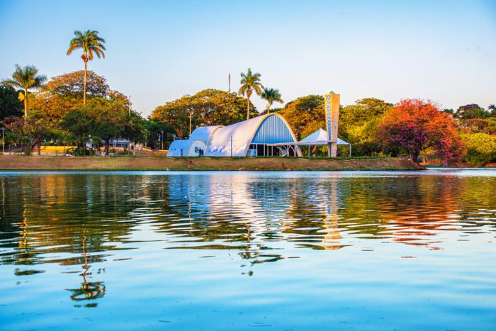 Foto da Lagoa da Pampulha em Belo Horizonte, Minas Gerais.