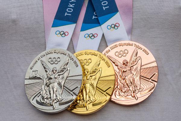 Medalhas de ouro, prata e bronze dos Jogos Olímpicos de Verão em Tóquio.