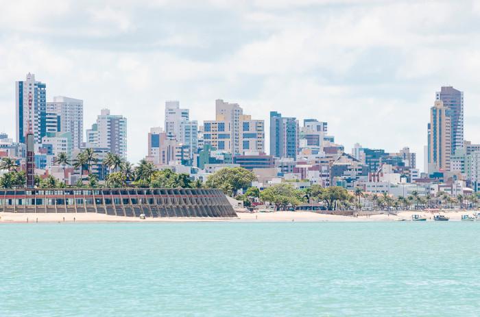 Foto da praia de Tambaú, em João Pessoa.