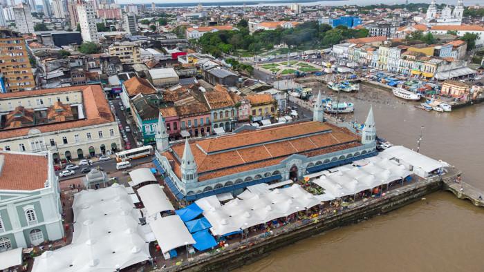 Imagem aérea do mercado Ver-o-Peso, em Belém.