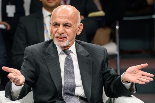 Ashraf Ghani, presidente do Afeganistão desde 2014, fugiu do país com o avanço do Talibã.[1]