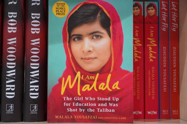Malala Yousafzai é uma ativista paquistanesa que luta pelos direitos das mulheres de estudarem.