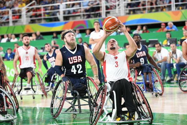 As Paralimpíadas são um evento que recebe atletas com deficiência, sendo realizado a cada quatro anos desde 1960.[1]
