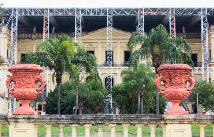 Foto da frente do Museu Nacional em reconstrução.