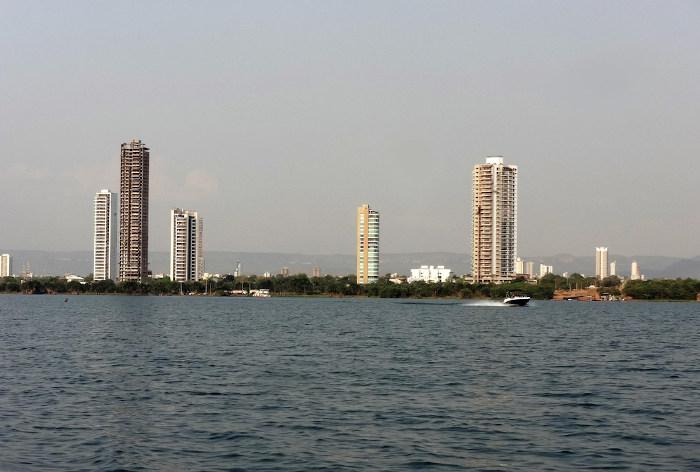 O rio Tocantins é uma presença constante na paisagem da cidade.