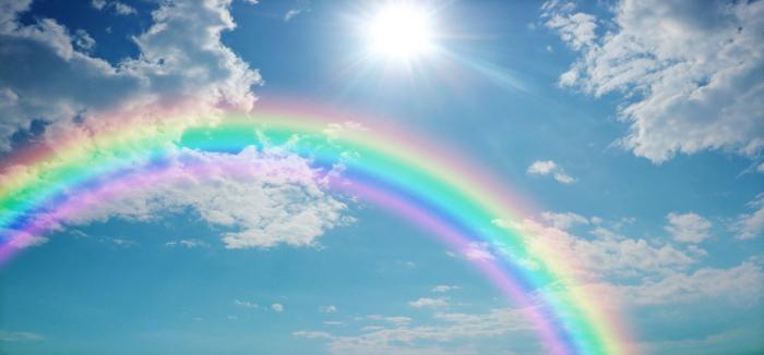 Formação do arco-íris, dispersando a luz branca do Sol em infinitas cores.