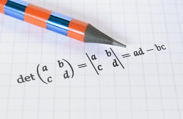 A regra de Sarrus é um método para calcular determinantes.