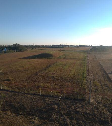 Vista aérea do terreno onde o lixo nuclear do acidente com Césio-137 em Goiânia foi enterrado, Abadia de Goiás, Goiás.